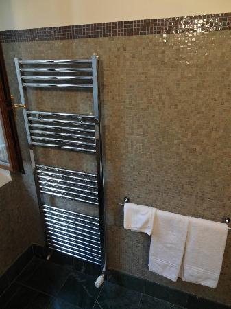 La Locanda Bagnara: Heated towel racks