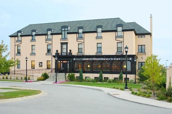 St. Brendan's Irish Inn: Exterior