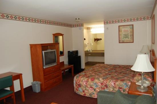 Express Inn and Suites: Guest Room