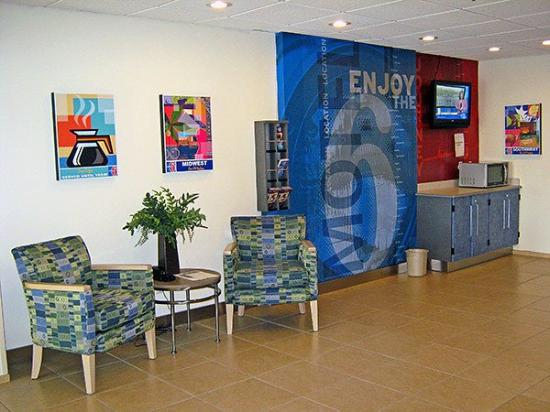 Motel 6 Norman : Lobby Area