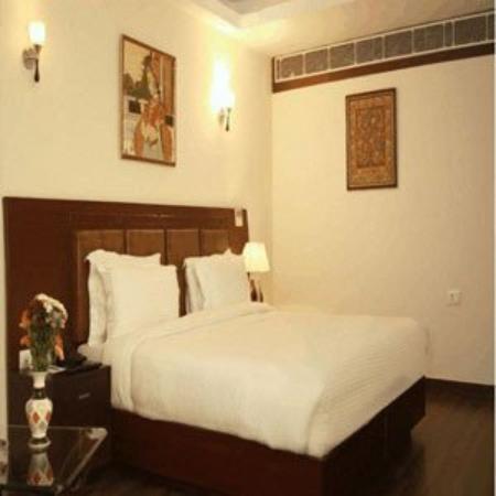 Hotel Saptagiri: CLUB