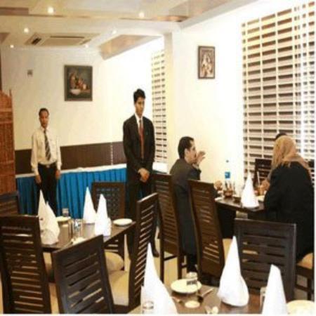Hotel Saptagiri: Restaurant