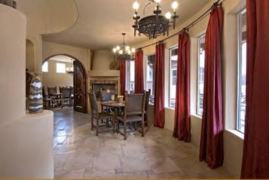 Adobe Grand Villas: Dining Area