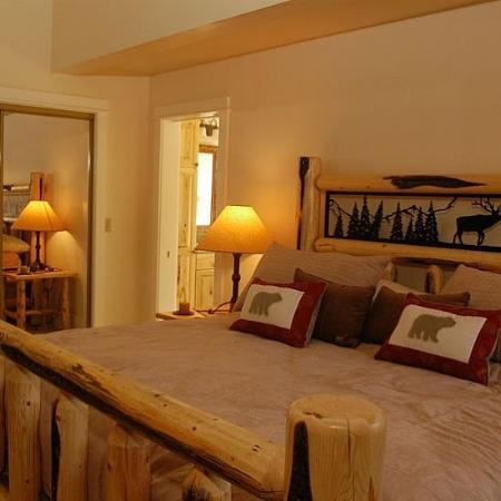 Crail Creek Condominiums : Bedroom