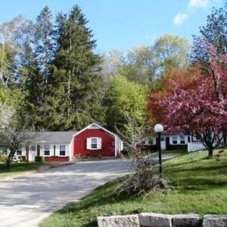 Oxen Yoke Inn, Motel & Cottages: Motel Suite Cottage Suite