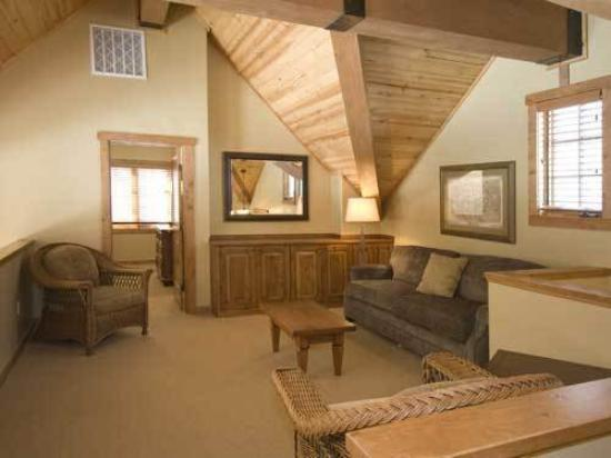 Owyhee Cottages At Tamarack: BRBiterroot Loft Area