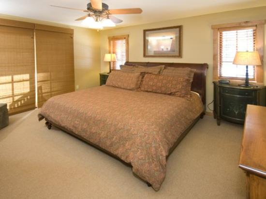 Owyhee Cottages At Tamarack: BRChalet Bedroom
