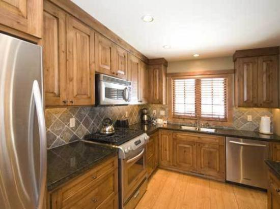 Owyhee Cottages At Tamarack: BRChalet Kitchen