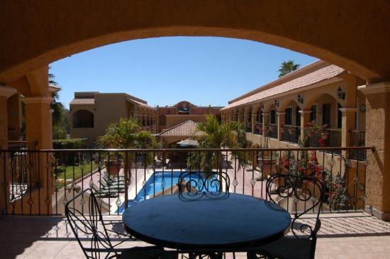 Hacienda Suites: Facade