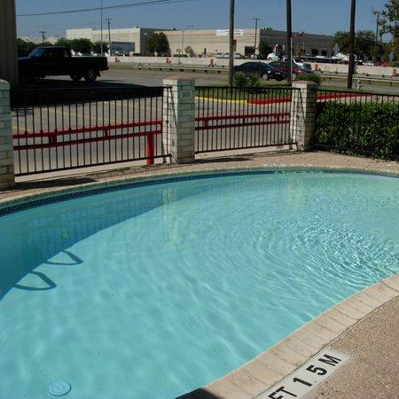 Motel 6 San Antonio - Splashtown: Pool