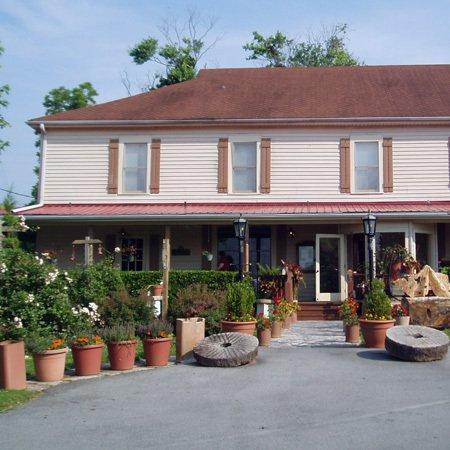 Woodbridge Inn: Exterior View