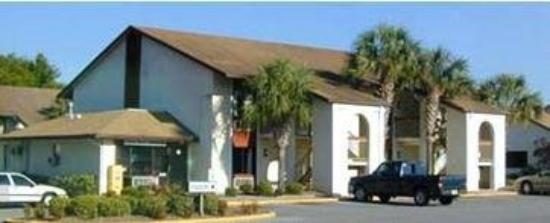 Central Motel: Exterior
