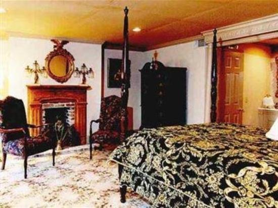 Cedar Grove Mansion Inn & Restaurant: Guest Room