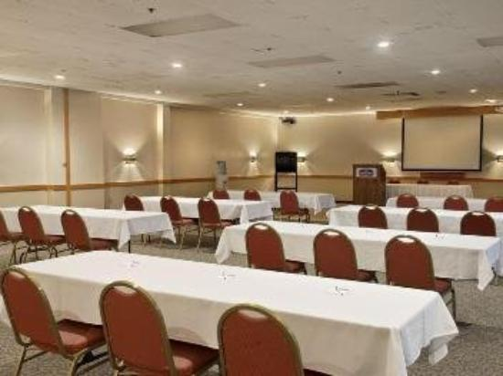 Inn and Suites Lincoln: Meeting Room