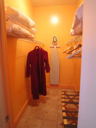 Sunrise Resort & Marina: Walkin Closet