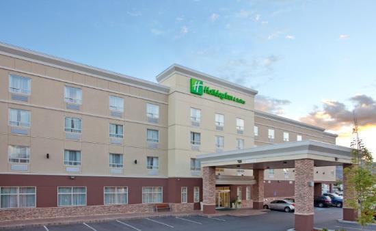 Holiday Inn Suites Kamloops : Hotel Exterior