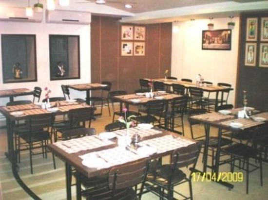 Airport Residency: Restaurant