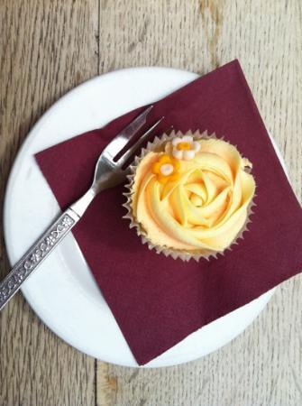 Kilmartin Museum Cafe: orange cupcake at Kilmartin House Museum Café