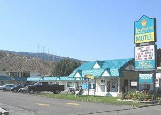 Lamplighter Motel: Exterior View