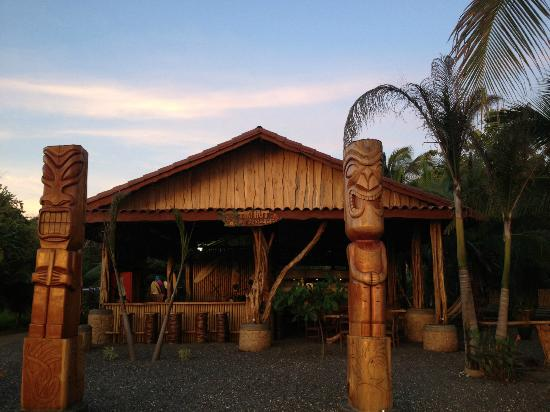 Tiki Hut Bar and Restaurant: Rustic Architecture