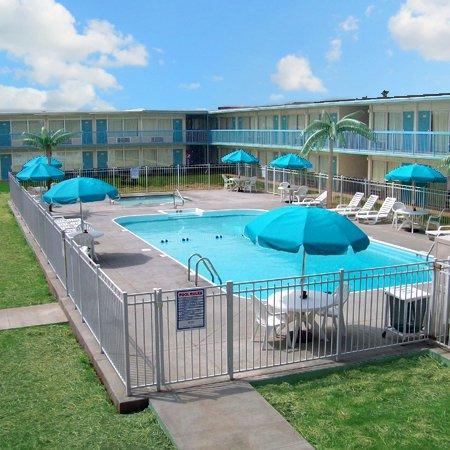Ridge Crest Plaza Inn & Suites: Ridge Crest Plaza West Plains MOPool