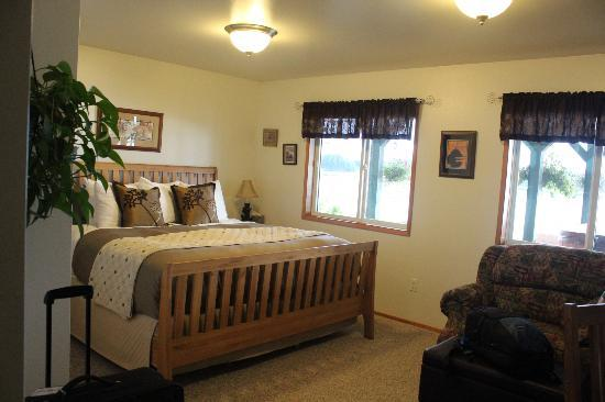 Otter's Cove Bed & Breakfast: The Bear Room