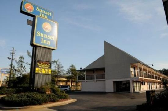 Sunset Inn: Exterior