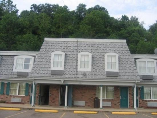 Country Squire Inn & Suites : Exterior