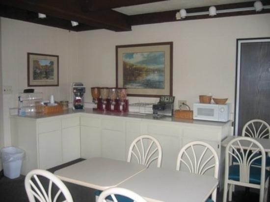 Country Squire Inn & Suites : BREAKFASTAREA