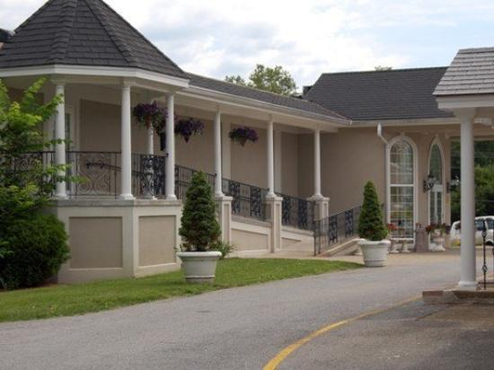Inn At Arbor Ridge: Exterior