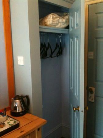 Red Brighton Blue: alpine room closet