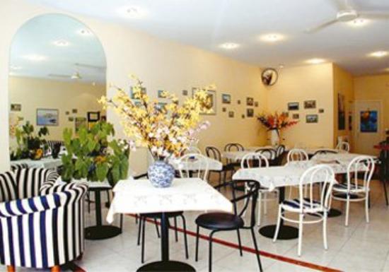 Hôtel Cannes Croisette: Breakfast Room