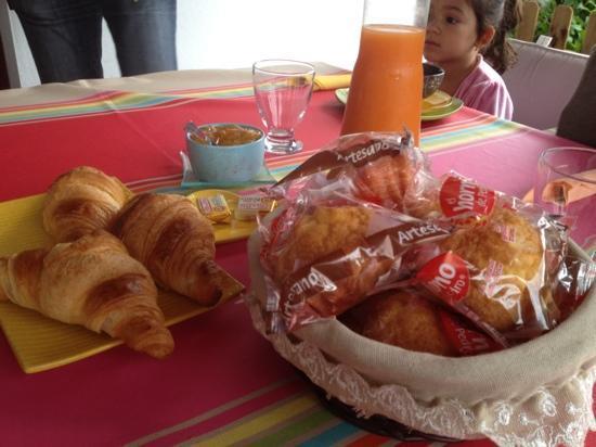 Chambres d'Hôtes Irrintzina : petit dejeuné 2