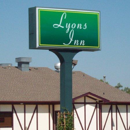 Lyons Inn Lyons KSExterior