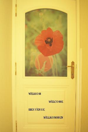 Charming Poppy: Porte d'entrée