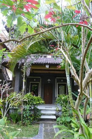 Karang Mesari Ubud Bungalow: Les chambres sont nichées dans un jardin tropical très bien entretenu