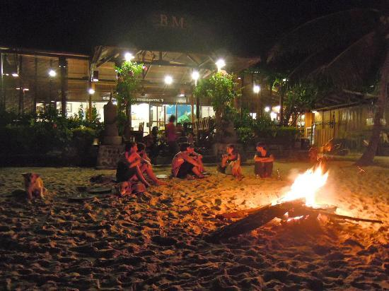 Black Marlin Dive Resort: Bonfire