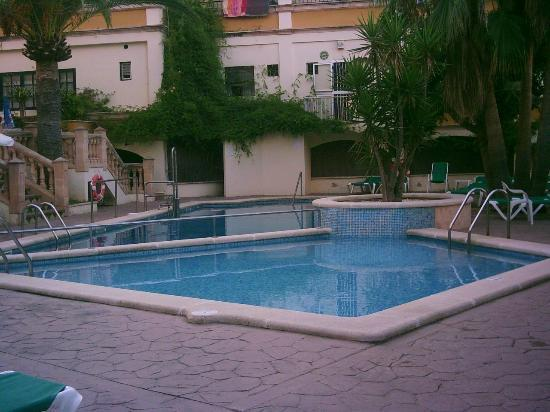 Flor Los Almendros Hotel and Apartments: parent hotel pool