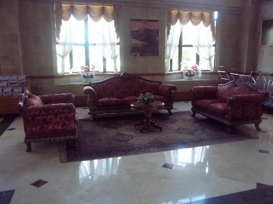 Orchid Garden Hotel: Hotel entrance hall.