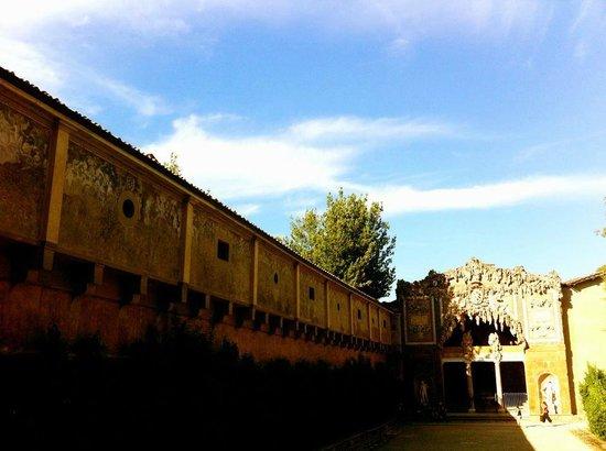 Corridoio Vasariano: View of the end of the Vasari corridor from Pitti Palace gardens