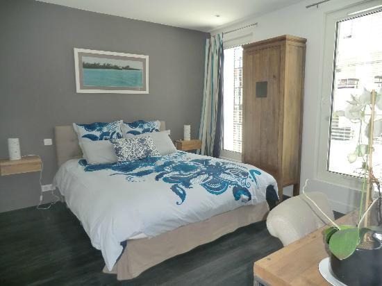 Aqua room picture of la maison de claire paris tripadvisor - La maison de claire paris ...