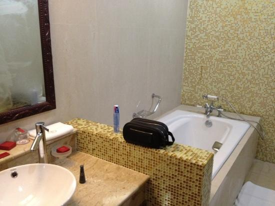 Lagos Oriental Hotel: oriental tub