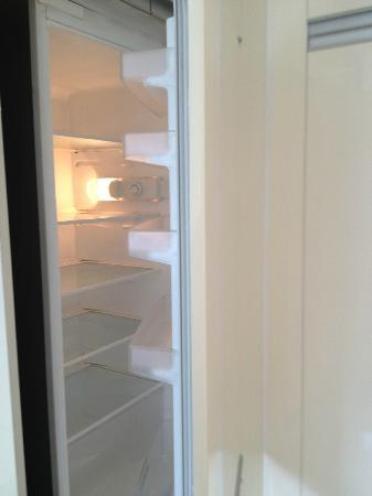 Ascott Guangzhou: fridge