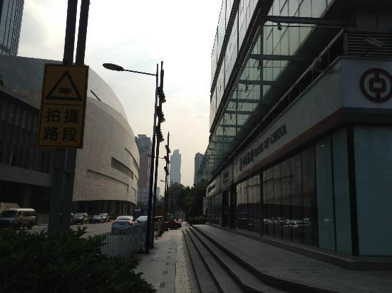 แอสค็อทกว่างโจว: right is bank, if you turn right you'll see Ascott. left is Taikoo Hui Mall.