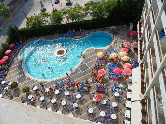 Olympus Palace : piscina del hotel