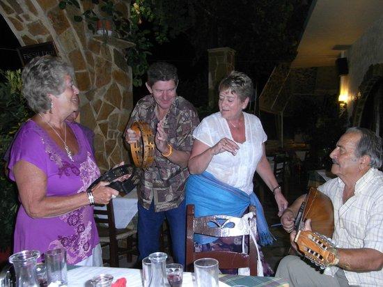 Manolis Taverna Restaurant:                                                       Dancing