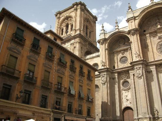 Catedral y Capilla Real - Picture of Cathedral and Royal ...