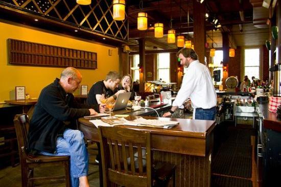 The Common Man Inn: Bar