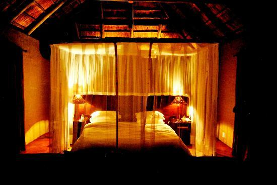 Hlosi Game Lodge: Bedroom