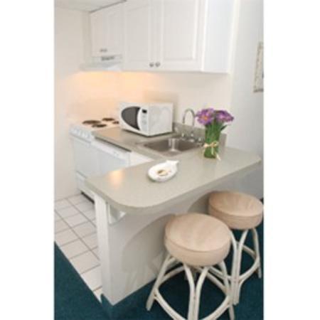 Biscayne Suites: Kitchen